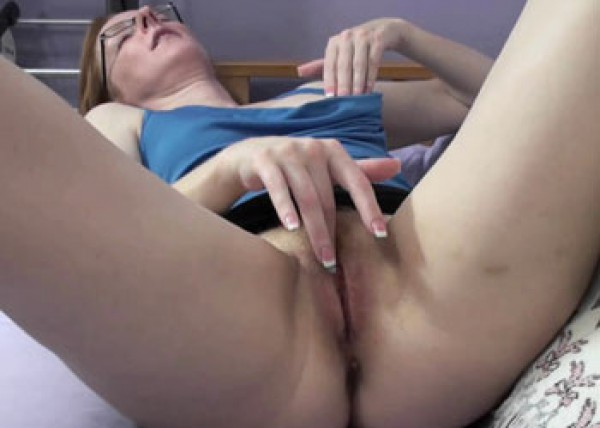 Layla Redd is rubbing her mature twat