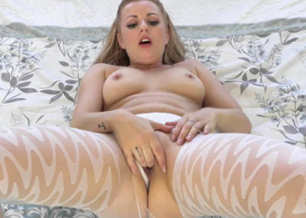 Lexi Belle's playing in her tight pantyhose