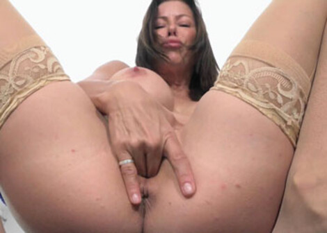 Busty cougar Alexis is fingering herself
