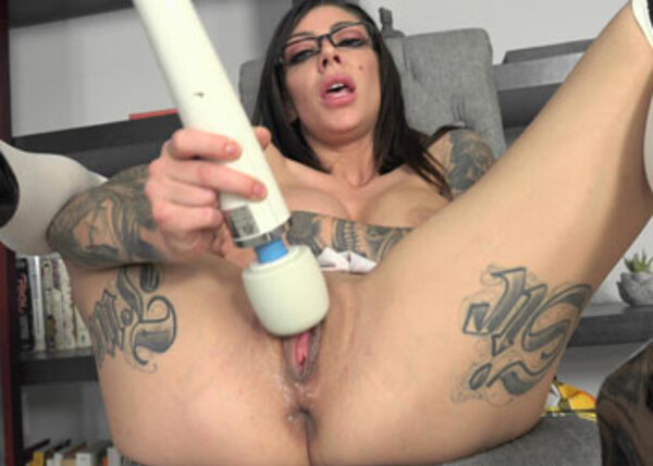 Schoolgirl Karma has fun with her Hitachi